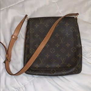 Louis Vuitton monogram mussette salsa